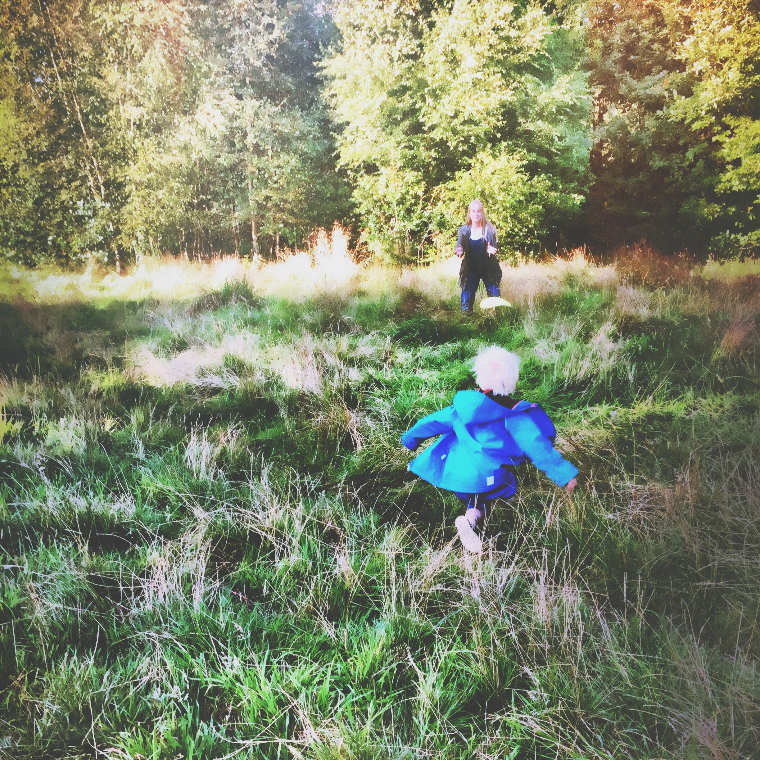 ways to exercise with the kids, encouraging kids to exercise with you, how to fit exercise into family life, easy ways to burn off calories playing with the kids