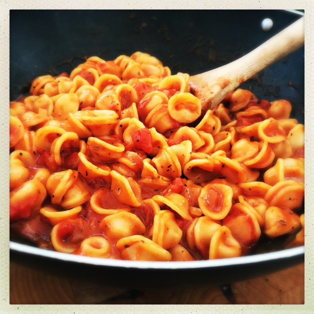 delicious lazy one pan tomato sauce, weeknight recipe, vegetarian pasta recipe, easy family food