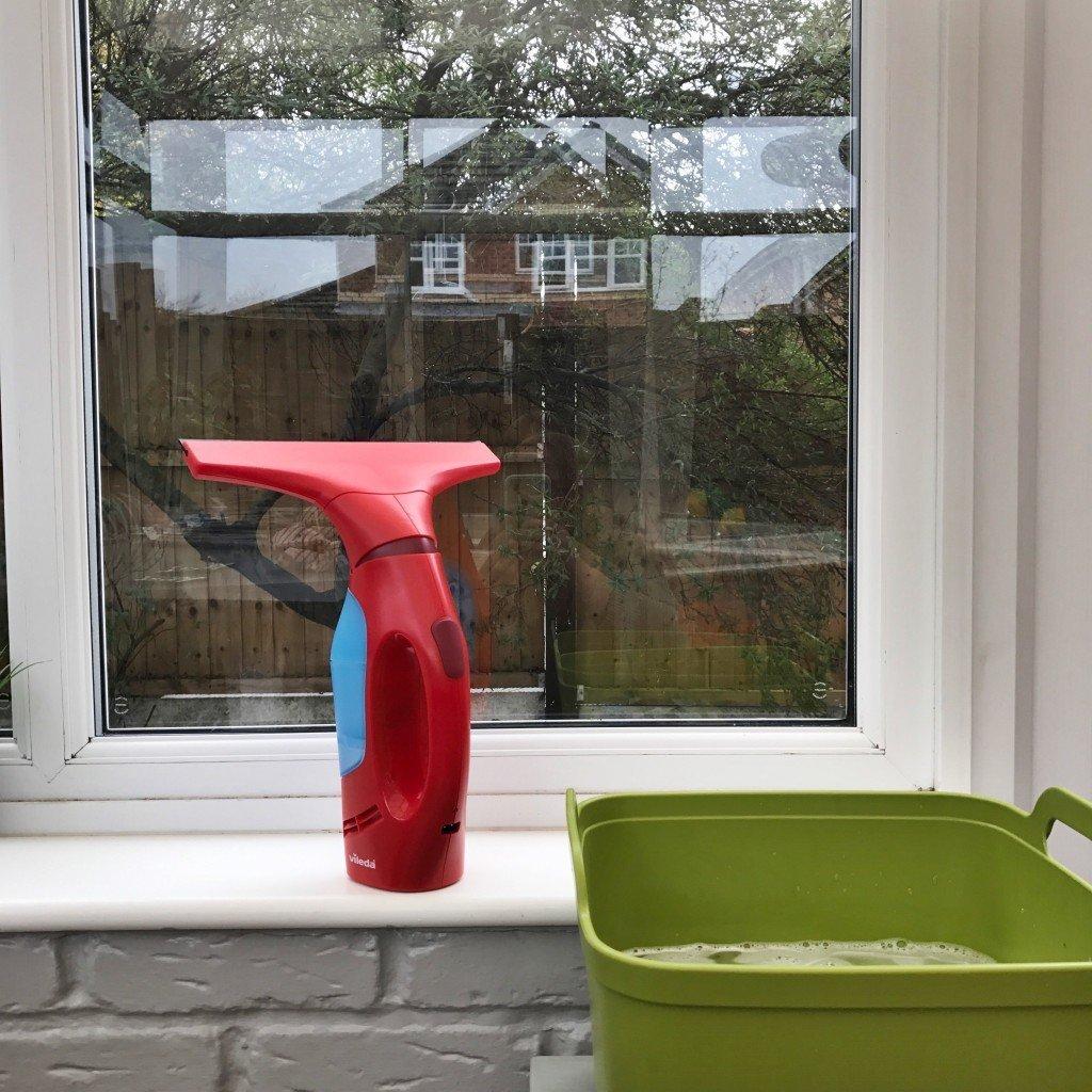 ready to wash windows with vileda windowmatic, vileda windowmatic review, how to get shiny windows, homemaking tips UK