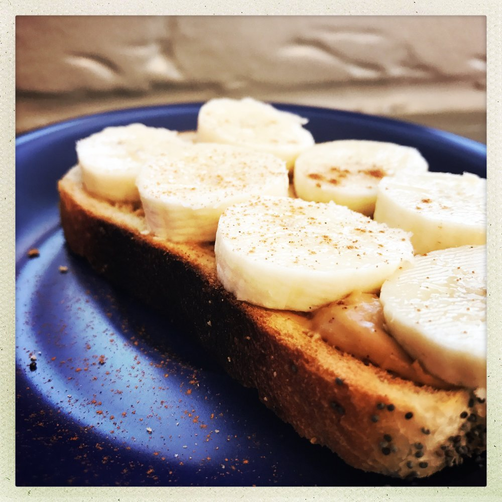 peanut butter and banana with cinnamon on toast, easy breakfast recipe, quick breakfast for kids, energy packed breakfast ideas, easy family food from daisies and pie