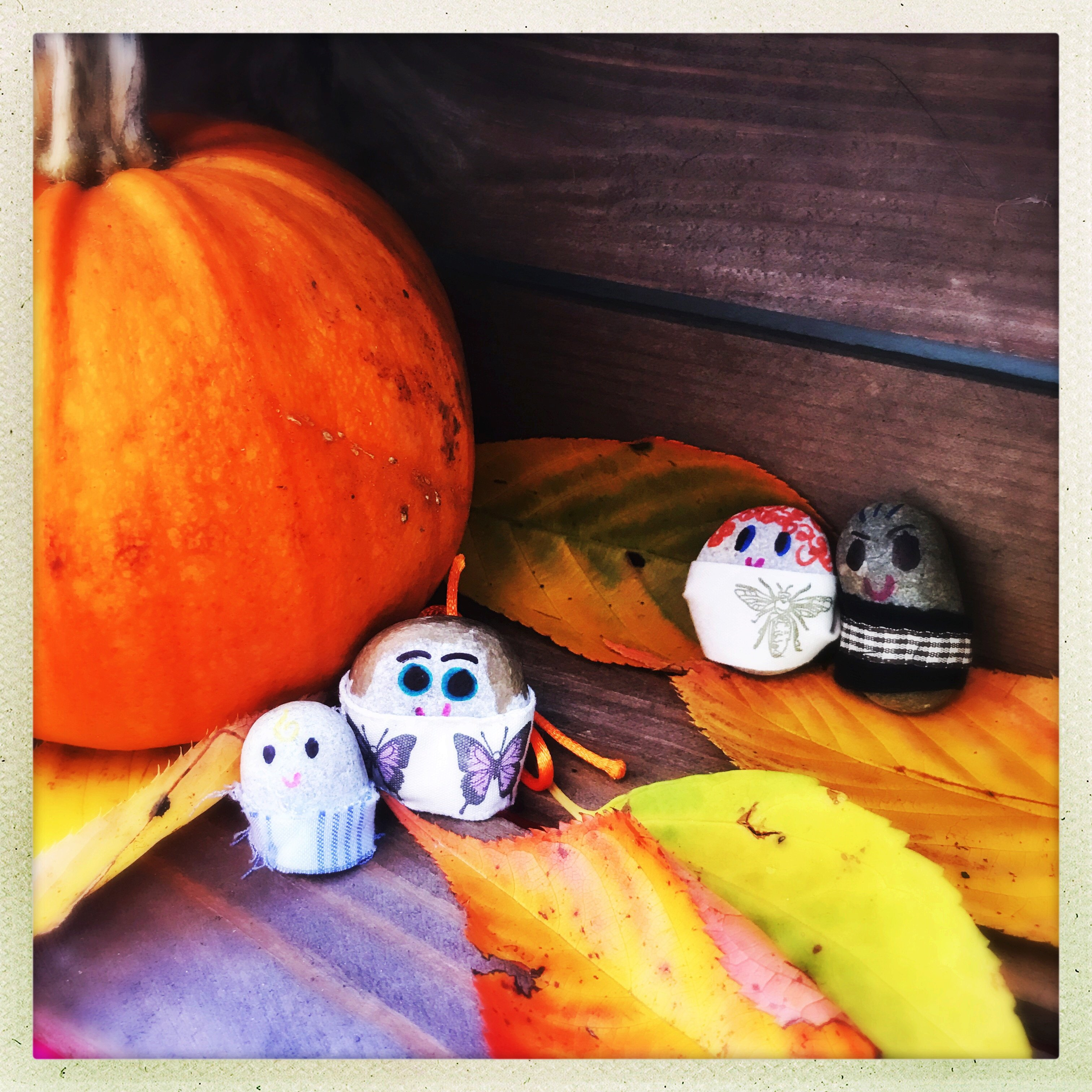 pebble people kids craft, nature crafts for kids, autumn nature craft, nature activities for kids,