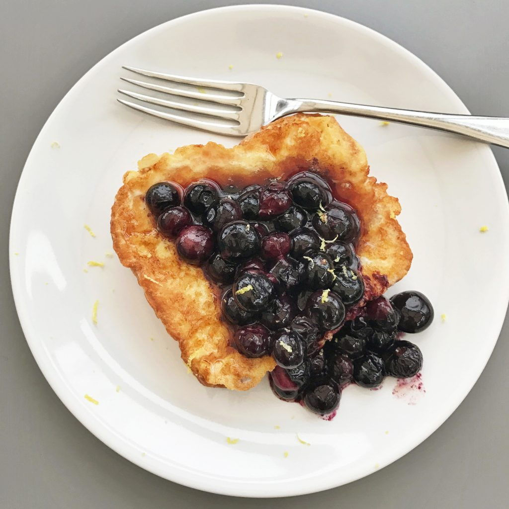 French toast with hot blueberry and lemon topping, easy breakfast recipes, easy family food from daisies and pie