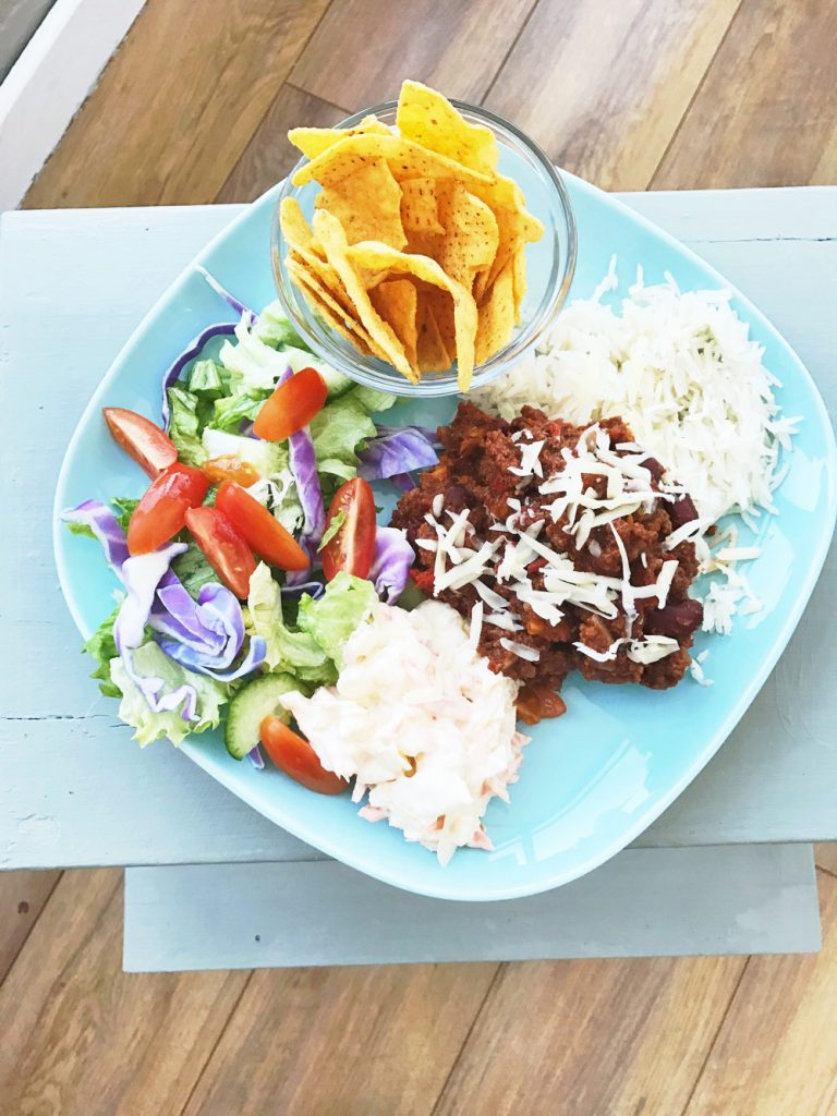 Mild chilli con carne recipe without spice, family dinner recipes, beef mince recipe, easy family food from daisies and pie