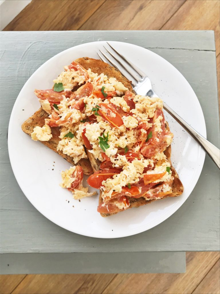 Scrambled eggs with tomatoes on wholegrain toast, super quick healthy lunch recipes, easy family food from daisies and pie
