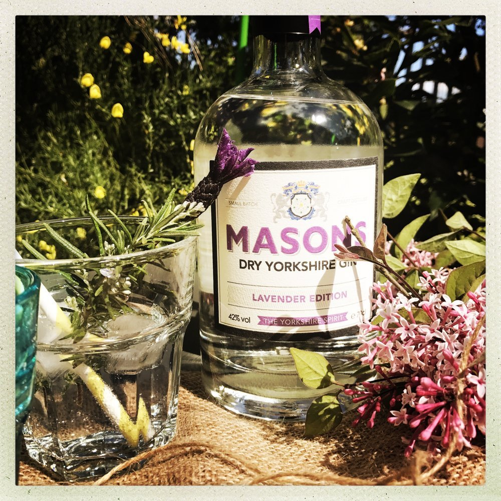lavender gin and tonic, herby gin and tonic recipe, summery gin and tonic recipe, easy party cocktails, gin from 31 dover, Masons Yorkshire Gin Lavender, online drinks delivery UK