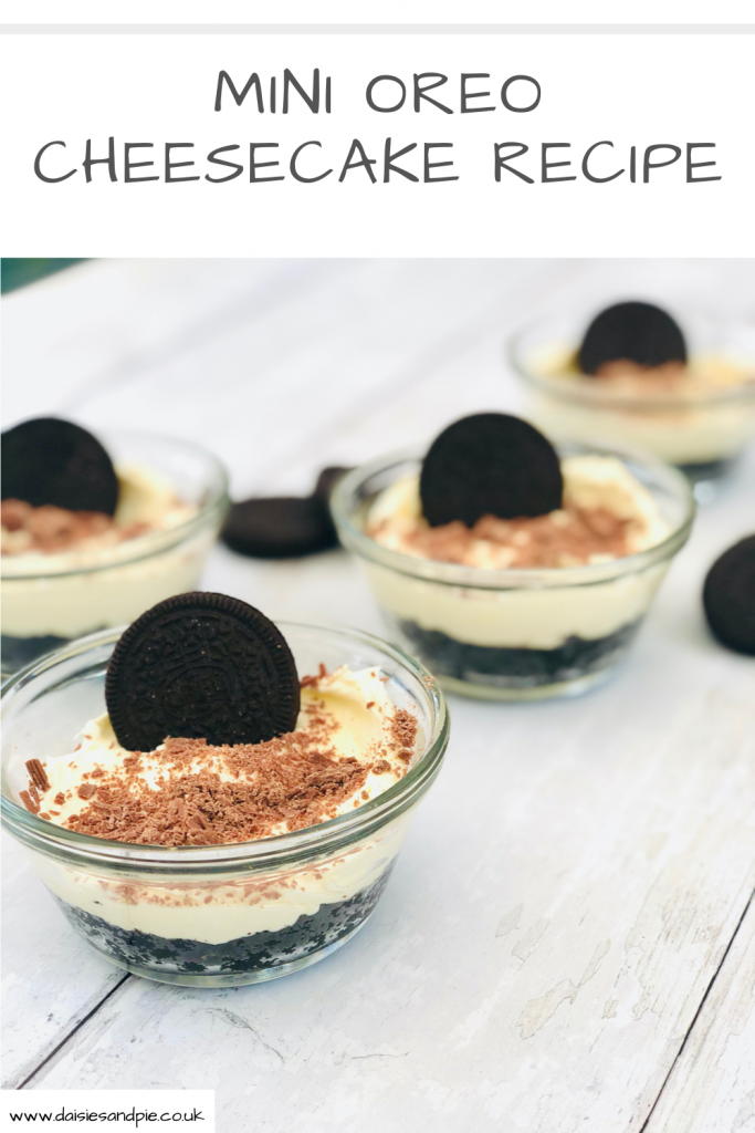 "mini oreo cheesecakes with oreo biscuits in stood in the creamy cheesecake topping . Text ""mini oreo cheesecake recipe"""