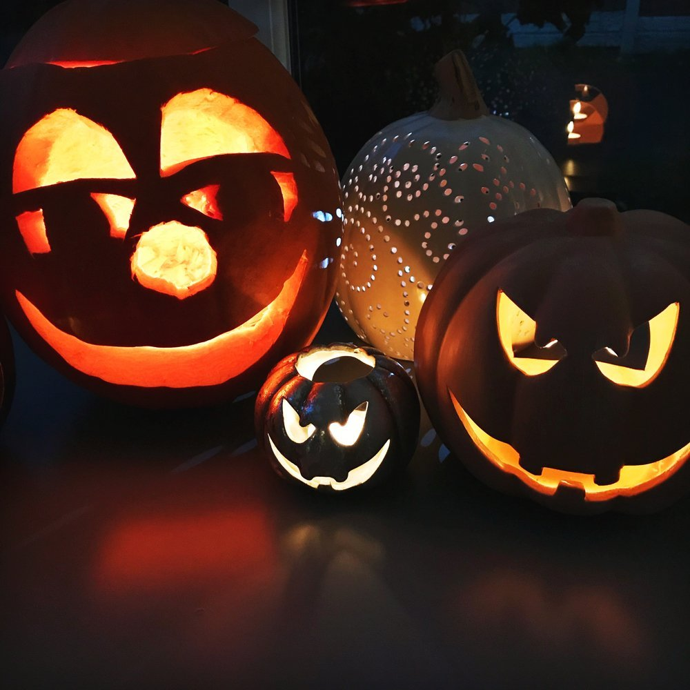 Super cute happy jack o'lantern, happy face pumpkin carving ideas, non-scary pumpkin faces, halloween crafts for kids