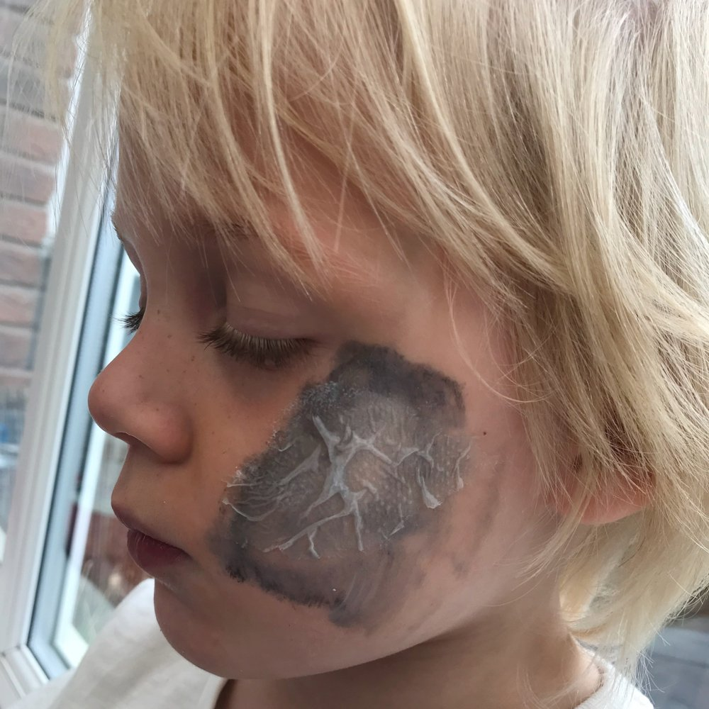 How to do a zombie scab with face paint, easy Halloween make up tutorial,