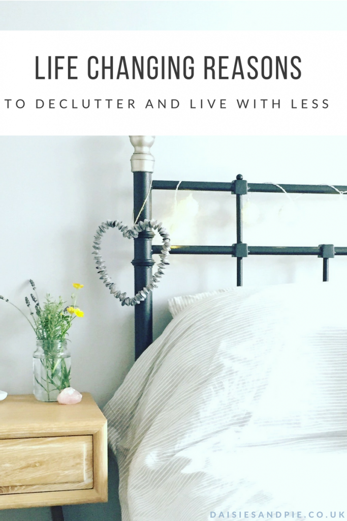 Life changing reasons to declutter and live with less, homemaking tips that actually work!