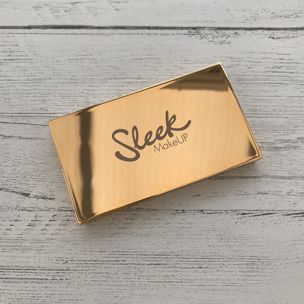 sleek solstice highlighter palette showing the gold shiny outercase