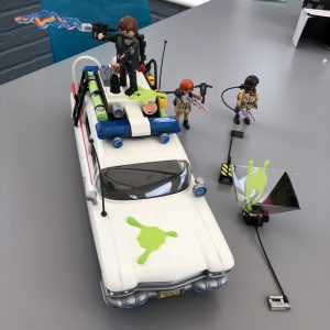 Playmobil Ghostbusters car with ghostbusters holding ray guns - ghost trap open