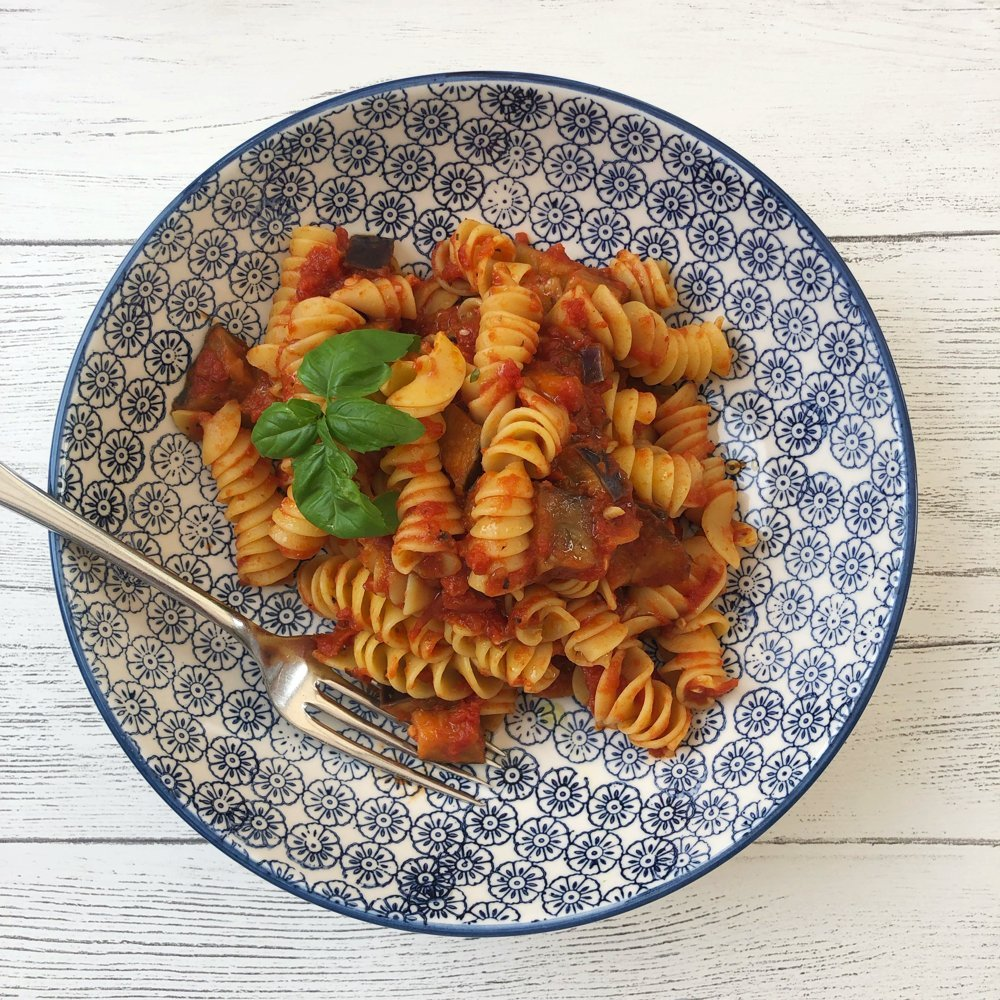 Vegan pasta with tomatoes and aubergine.