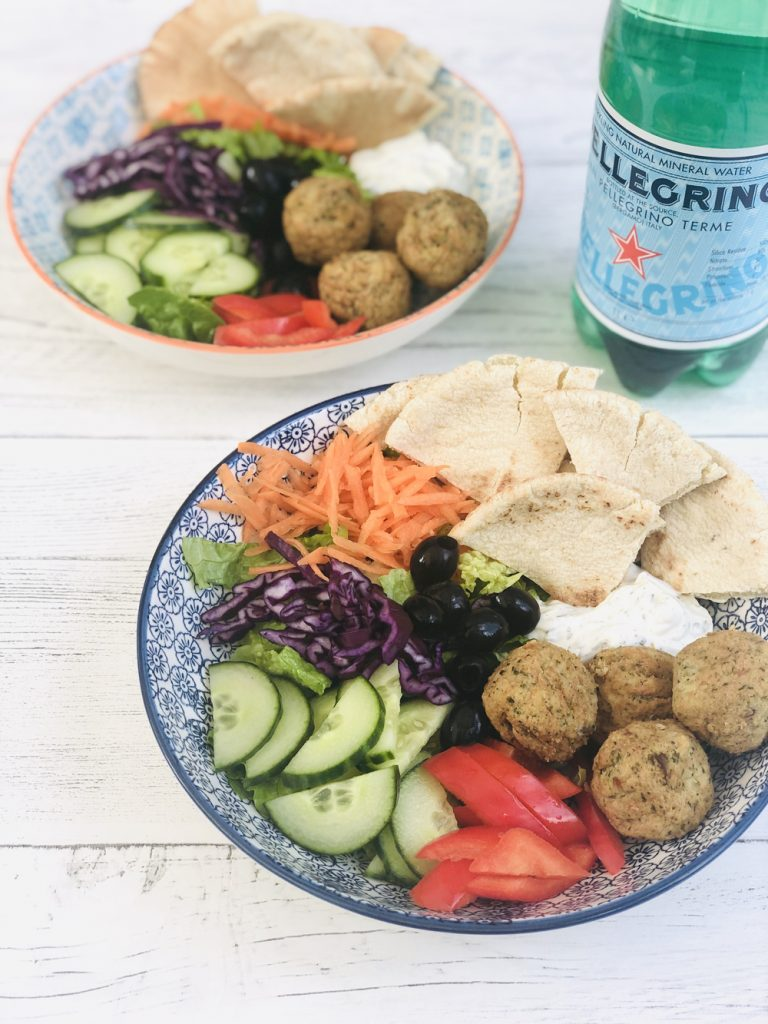 falafel pitta with salad and yogurt dip