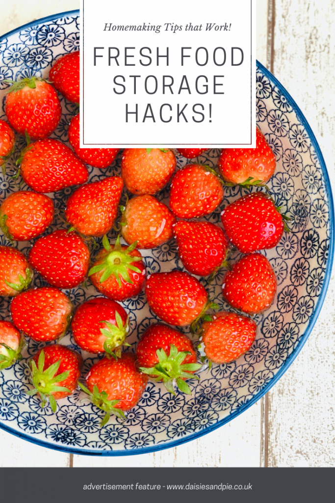 """fresh strawberries in a bowl of water with vinegar. Text """"Homemaking tips that work - fresh food storage hacks"""""""
