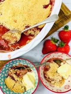 strawberry crumble with vanilla ice cream